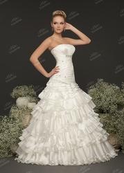 Свадебное длинноу платье цвета